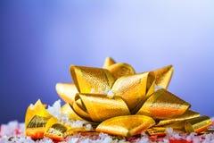 Смычок подарка золотистый Стоковое Изображение