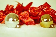 смычок подарка и шарики рождества Стоковое Изображение RF