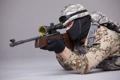 Снайпер направляя в студию Стоковые Фото