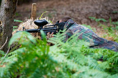 Снайпер пейнтбола готовый для снимать Стоковое Фото