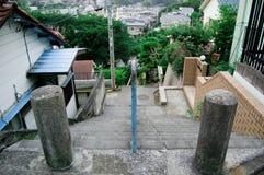 Снаружи лестниц принято вокруг токио, Японии Оно было изображено в сезоне лета вокруг лестниц в августе которые люди используют д стоковое фото