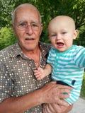 Снаружи с Grandpa стоковые изображения rf