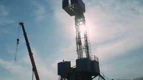 Снаряжение бурения нефтяных скважин сток-видео