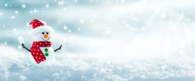 Снеговик в снеге стоковая фотография rf