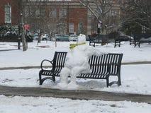 Снеговик кампуса перед тревогой приехал Стоковое Фото