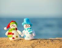Снеговик на предпосылке моря Стоковые Изображения