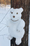 Снеговик на сосне в форме медведя Стоковое Фото