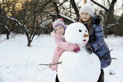 снеговик сестер стоковые фотографии rf