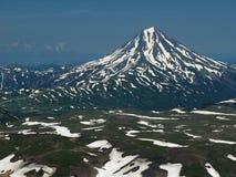 Снег вверху вулкан Vilyuchinsky стоковые фотографии rf