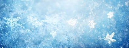 Снег в конце-вверх зимы Изображение снежинок, holid макроса зимы стоковые изображения rf