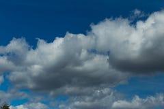 Снег горного пика заволакивает голубое небо, горох Янины Греции Mitsikeli epirus Стоковые Изображения RF