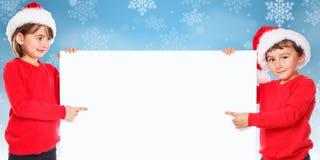 Снег детей детей Санта Клауса рождества указывая выглядеть пустой стоковое изображение