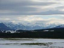 Снег зимы покрыл горные пики в Европе Большое место для спорт стоковая фотография