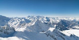 Снег зимы покрыл гору Стоковые Изображения RF