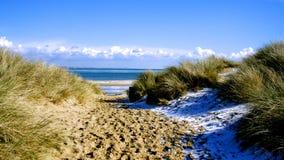 Снег на пляже Великобритании стоковое фото