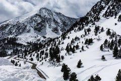 Снег покрыл горы в vallter-Херон-Испании стоковые изображения