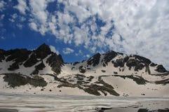 Снег покрыл горы Кашмира Стоковые Фото
