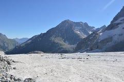 Снег-покрытые горы, снег Стоковое Фото