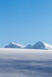 Снег покрыл верхнюю часть горы в tirol стоковые фотографии rf