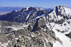 Снег покрыл высокогорный ландшафт на пике медвежонка Колорадо 14er Стоковые Фотографии RF
