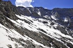 Снег покрыл высокогорный ландшафт на пике медвежонка Колорадо 14er Стоковое фото RF