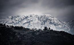 Снег покрыл гору и долину Стоковая Фотография
