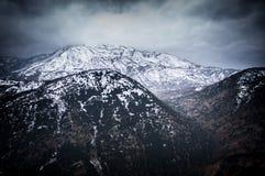 Снег покрыл гору и долину Стоковые Изображения