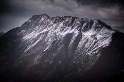 Снег покрыл гору и долину Стоковая Фотография RF