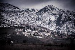 Снег покрыл гору и долину Стоковое Изображение RF