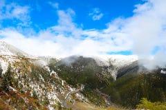 Снег покрыл горы в Китае Стоковое фото RF