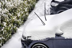 Снег счищателя Windscreen предотвращает выскоблить счищатели лобового стекла стоковые изображения