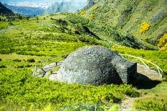 Снег хорошо на Pico делает Arieiro, на 1.818 m высокий, самая высокая вершина ` s третьего острова Мадейры стоковое изображение rf