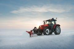 Снег чистки трактора Стоковая Фотография