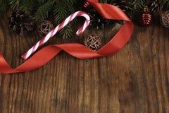 Снежинка конуса предпосылки ветви карточки Стоковое Фото