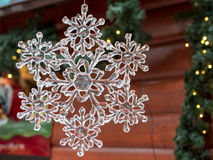 Снежинка рождества кристаллическая: украшение рынка xmas Стоковые Фото