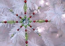 снежинка рождества предпосылки изолированная концом вверх по белизне Стоковая Фотография