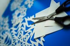 Снежинки рождества отрезали от бумаги стоковое фото