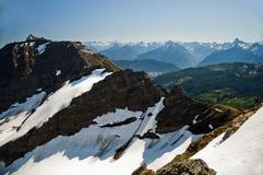 Снежное ridgeline в горной цепи Cheam, Британской Колумбии Стоковые Изображения
