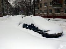 снежности сугроба автомобиля Стоковая Фотография RF