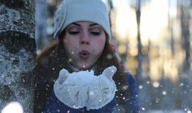 Снежный ком девушки зимы Стоковое Изображение RF