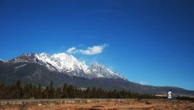 снежок горы нефрита дракона Стоковые Фото