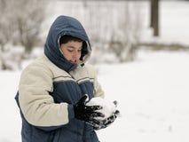 снежок мальчика счастливый играя Стоковое Изображение RF