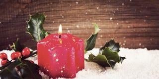 снежок падуба свечки доски деревянный стоковое изображение
