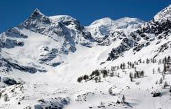 Снежок покрыл горы в швейцарском альп Стоковое Фото