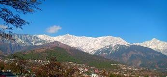 снежок природы холмов состава стоковое фото