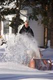 снежок человека воздуходувки используя Стоковое Изображение