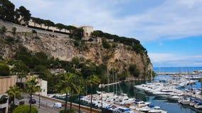 Сногсшибательная панорама Порта de Fontvieille с роскошной белизной плавать в Монте-Карло видеоматериал
