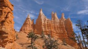 Сногсшибательное ущелье с каньоном Bryce гор Sandy оранжевого красного цвета красивым Стоковая Фотография RF