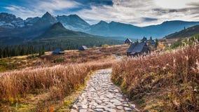 Сногсшибательный заход солнца в долине горы, Tatras в осени Стоковое Изображение