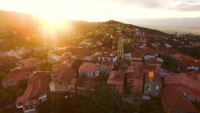 Сногсшибательный заход солнца над городком Sighnaghi в Georgia, зеленом touristic месте, перемещении видеоматериал